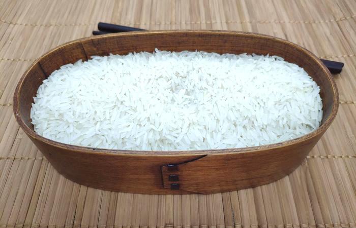 Shikaeshi Bento, Uncooked Rice & Chopsticks